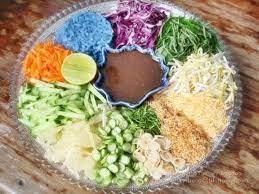 ข้าวยำปักษ์ใต้-rice-with-assorted-vegetable-served-with-budu-sauce