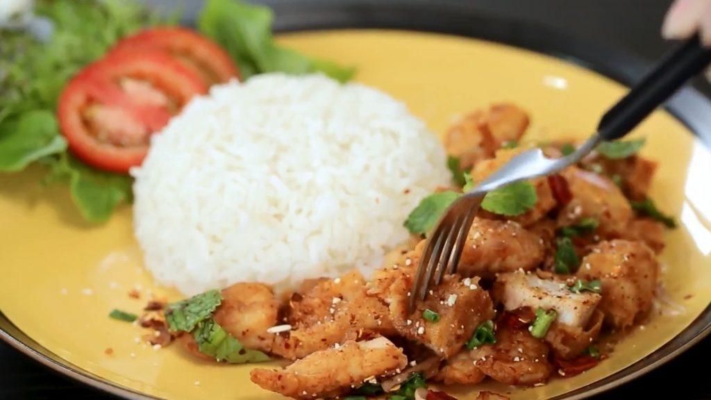 ข้อมูลโภชนาการ แคลอรี่ ข้าวยำไก่แซ่บ-spicy-chicken-rice